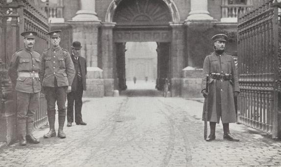 British soldiers stationed at the front of Trinity College in 1916.