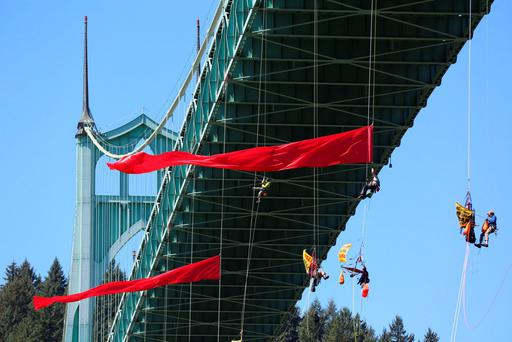 Activists hang off the St. Johns Bridge to protest Shell Oil's drilling in the Arctic, in Portland, Oregon, July 29, 2015. (Kristyna Wentz-Graff/The Oregonian via AP)