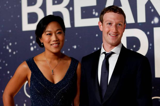 Mark Zuckerberg (R), founder and CEO of Facebook, and wife Priscilla Chan arrive on the red carpet during the 2nd annual Breakthrough Prize Award in Mountain View, California in this November 9, 2014 file photo. REUTERS/Stephen Lam/Files