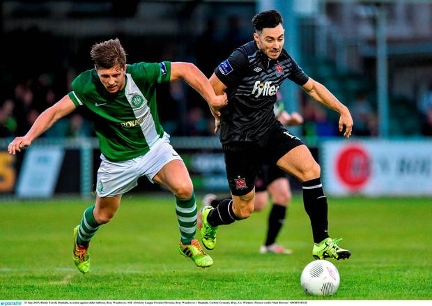 31 July 2015; Richie Towell, Dundalk, in action against John Sullivan, Bray Wanderers. SSE Airtricity League Premier Division, Bray Wanderers v Dundalk. Carlisle Grounds, Bray, Co. Wicklow. Picture credit: Matt Browne / SPORTSFILE