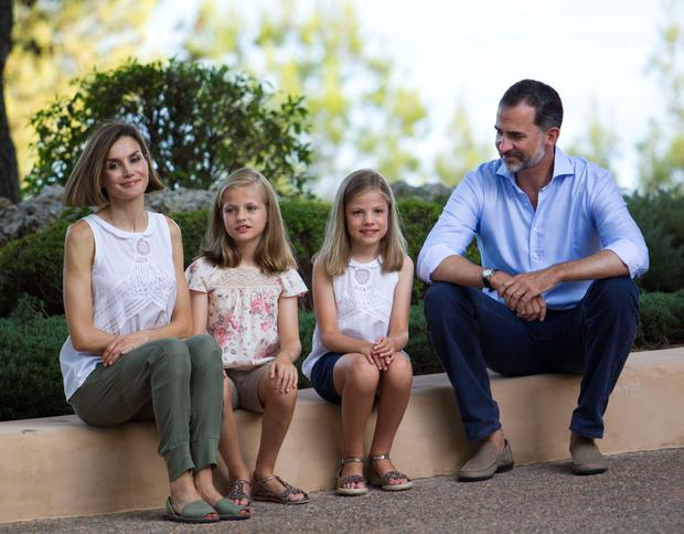Spanish King Felipe VI (R) and Queen Letizia (L) pose with their daughters Spanish crown princess Leonor (2nd L) and princess Sofia at the Marivent Palace on the island of Mallorca on August 3, 2015. The royal family traditionally spends its summer holidays at the Marivent Palace. AFP PHOTO / JAIME REINAJAIME REINA/AFP/Getty Images