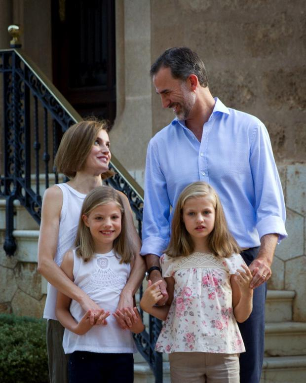 Spanish King Felipe VI (top R) and Queen Letizia (top L) pose with their daughters Spanish crown princess Leonor (bottom R) and princess Sofia at the Marivent Palace on the island of Mallorca on August 3, 2015. AFP PHOTO/ JAIME REINAJAIME REINA/AFP/Getty Images