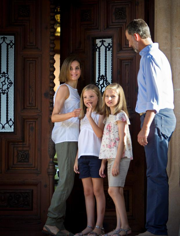 Spanish King Felipe VI (R) and Queen Letizia (L) pose with their daughters Spanish crown princess Leonor (2nd R) and princess Sofia at the Marivent Palace on the island of Mallorca on August 3, 2015. AFP PHOTO / JAIME REINAJAIME REINA/AFP/Getty Images