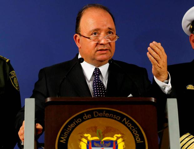 Colombia's Defense Minister Luis Carlos Villegas (C) delivers a speech during a news conference in Bogota August 4, 2015. REUTERS/ John Vizcaino