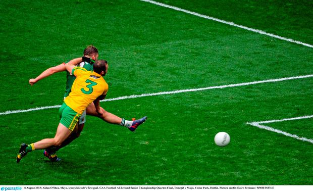 Aidan O'Shea, Mayo, scores his side's first goal. GAA Football All-Ireland Senior Championship Quarter-Final, Donegal v Mayo, Croke Park, Dublin. Picture credit: D?ire Brennan / SPORTSFILE