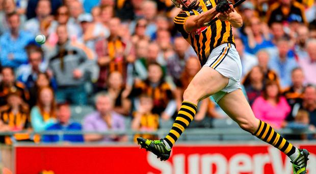9 August 2015; TJ Reid, Kilkenny, hits a shoots wide during the second half. GAA Hurling All-Ireland Senior Championship, Semi-Final, Kilkenny v Waterford. Croke Park, Dublin. Picture credit: Piaras ? M?dheach / SPORTSFILE