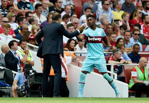 West Ham manager Slaven Bilic and Reece Oxford as he is substituted against Arsenal