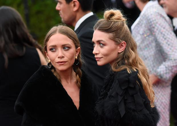 Mary-Kate Olsen (L) and Ashley Olsen attend the
