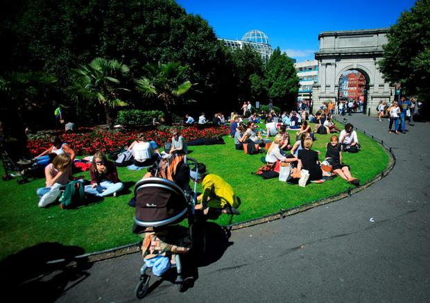 Members of the public enjoying the good weather in St. Stephens Green, Dublin. Photo: Gareth Chaney Collins