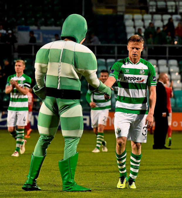Damien Duff shakes hands with Shamrock Rovers mascot 'Hooperman' at the end of his debut for the Hoops against Cork City at Tallaght Stadium last night