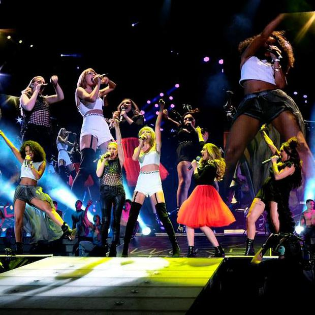 Little Mix on stage with Taylor Swift. Photo Instagram @LittleMixOfficial