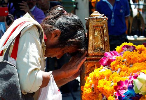 A woman prays at the Erawan shrine, the site of Monday's deadly blast, in Bangkok. Photo: Reuters