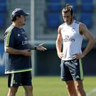 Rafa Benitez makes a point to Gareth Bale during training at Real Madrid