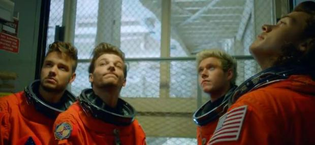 One Direction video Drag Me Down