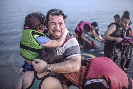 Daniel Etter's picture of Laith Majid landing in Kos with his children has touched the hearts of millions