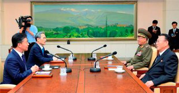 South Korean National Security Adviser Kim Kwan-jin (2nd L), South Korean Unification Minister Hong Yong-pyo (L), Secretary of the Central Committee of the Workers' Party of Korea Kim Yang Gon (R), and the top military aide to the North's leader Kim Jong Un Hwang Pyong-so (2nd R), talk during the inter-Korean high-level talks at the truce village of Panmunjom inside the Demilitarized Zone separating the two Koreas, South Korea, in this picture provided by the Unification Ministry and released by Yonhap on August 22, 2015. REUTERS/the Unification Ministry/Yonhap
