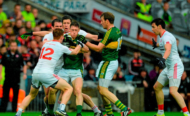 Jonathan Lynne, Kerry, and Donnchadh Walsh surrounded by Aidan McCrory, Sean Cavanagh, Conor Meyler, and Mattie Donnelly, Tyrone. GAA Football All-Ireland Senior Championship, Semi-Final, Kerry v Tyrone. Croke Park, Dublin. Picture credit: Oliver McVeigh / SPORTSFILE