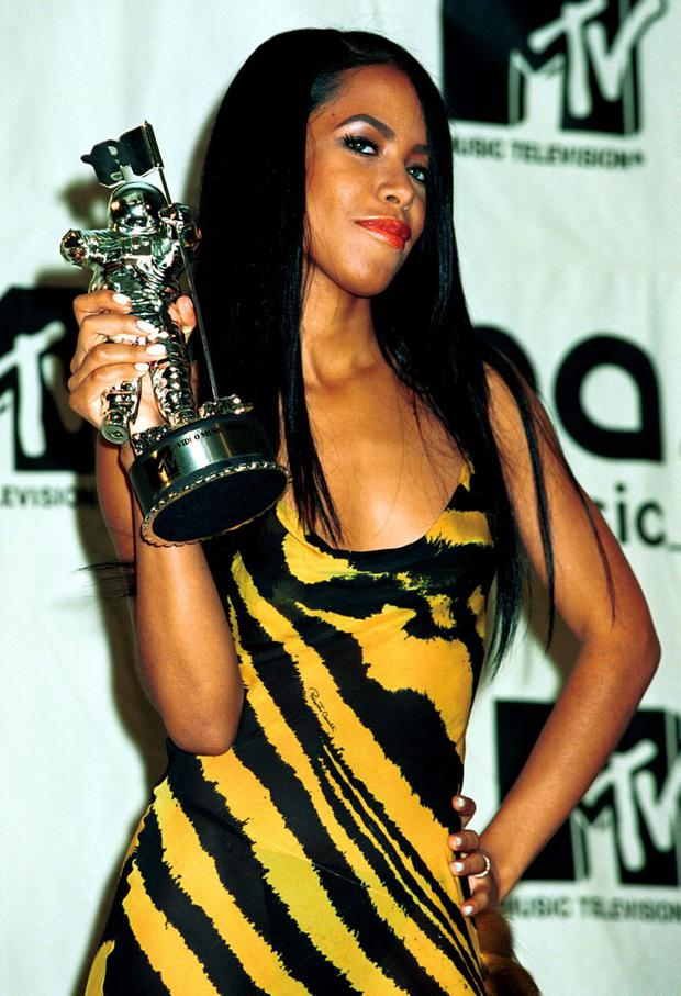 377894 77: Aaliyah wins the MTV Award for Best video from a film September 7, 2000 at the MTV Awards at Radio City Music Hall in New York City. (Photo by George De Sota/Liaison)