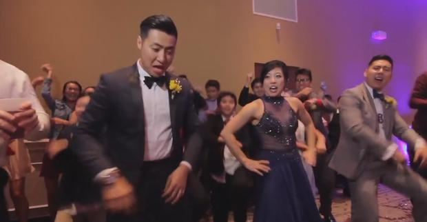 This couple involved 250 of their friends for their wedding dance