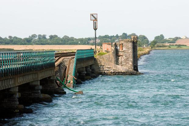 Malahide viaduct collapsed in 2009 because workmen checking it did not know how to properly assess it. But a new report has raised concerns staff will not report safety worries because of fears of being reprimanded.