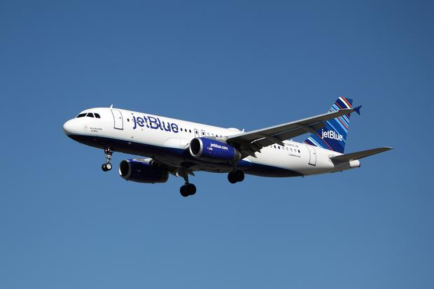 A Jetblue Airbus A320-214 lands at Los Angeles Airport. Photo: Deposit