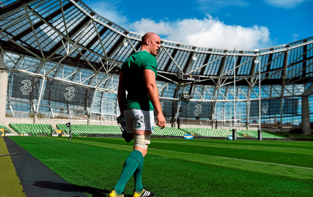 28 August 2015; Ireland's Paul O'Connell makes his way out for the captain's run. Ireland Rugby Squad Captain's Run, Aviva Stadium, Lansdowne Road, Dublin. Picture credit: Paul Mohan / SPORTSFILE