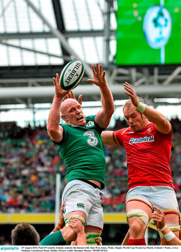 Paul O'Connell, Ireland, contests the lineout with Alun Wyn Jones, Wales. Rugby World Cup Warm-Up Match, Ireland v Wales, Aviva Stadium, Lansdowne Road, Dublin. Picture credit: Brendan Moran / SPORTSFILE