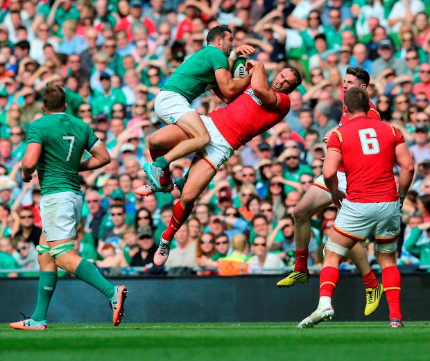 Ireland's Dave Kearney and Wales' Jamie Roberts battle for the ball during the World Cup Warm Up Match at the Aviva Stadium, Dublin. PRESS ASSOCIATION Photo. Picture date: Saturday August 29, 2015. See PA story RUGBYU Ireland. Photo credit should read: Niall Carson/PA Wire. RESTRICTIONS: Editorial use only. No commercial or promotional use without prior consent from IRFU. No alterations or doctoring. For further information please call +44 (0)115 8447447.