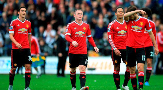 Manchester United players look dejected after the final whistle during the Barclays Premier League match at the Liberty Stadium, Swansea