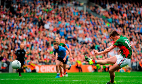 Cillian O'Connor, Mayo, scores his side's goal from a penalty. GAA Football All-Ireland Senior Championship, Semi-Final, Dublin v Mayo, Croke Park, Dublin. Picture credit: Tomás Greally / SPORTSFILE