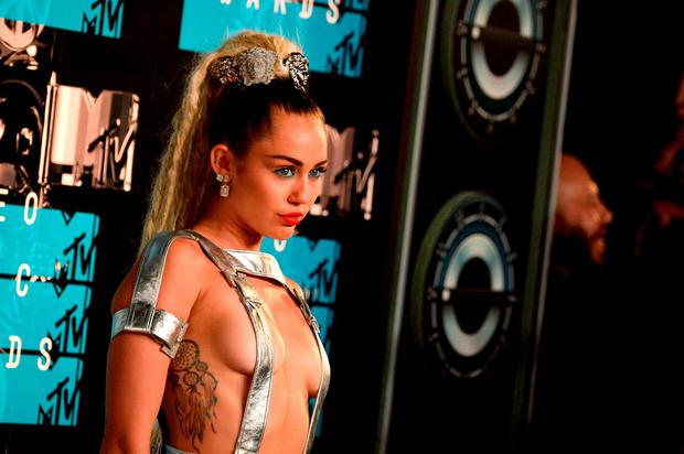 Host Miley Cyrus attends the 2015 MTV Video Music Awards at Microsoft Theater on August 30, 2015 in Los Angeles, California. (Photo by Frazer Harrison/Getty Images)