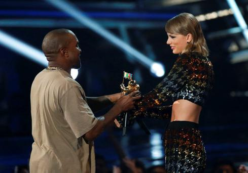 Taylor Swift presents the Video Vanguard Award to Kanye West at the 2015 MTV Video Music Awards in Los Angeles, California, August 30, 2015