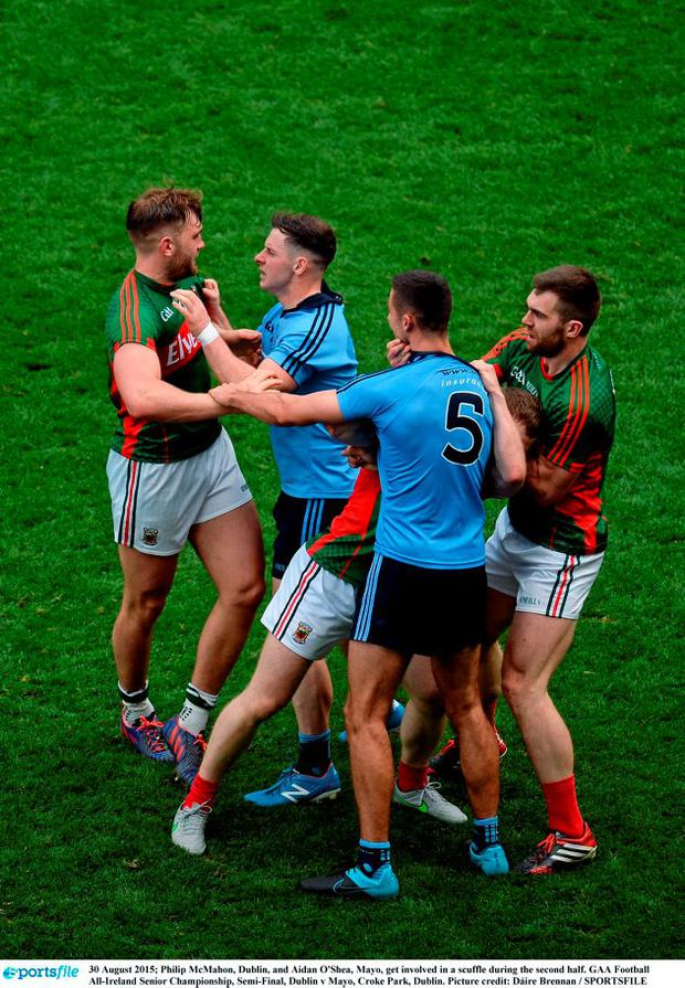 Philip McMahon, Dublin, and Aidan O'Shea, Mayo, get involved in a scuffle during the second half. GAA Football All-Ireland Senior Championship, Semi-Final, Dublin v Mayo, Croke Park, Dublin. Picture credit: Dáire Brennan / SPORTSFILE