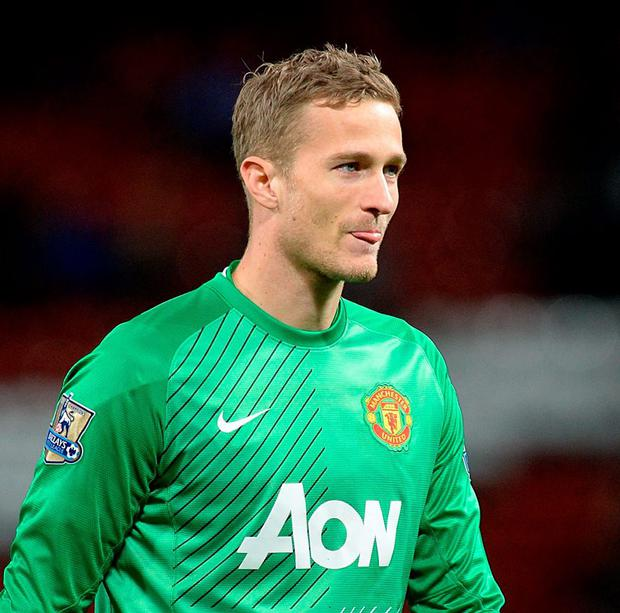 West Brom have signed Manchester United goalkeeper Anders Lindegaard