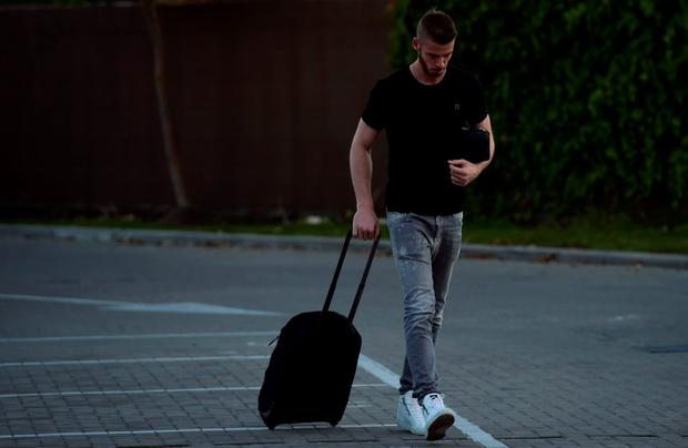 Real Madrid have blamed Manchester United for the collapse of goalkeeper David de Gea's move to the Spanish giants, claiming the English side sent the documents needed to complete the deal after the Spanish transfer deadline had passed
