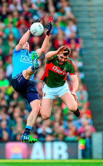 There's no holding back as Dublin's Denis Bastick and Seamus O'Shea contest a high ball
