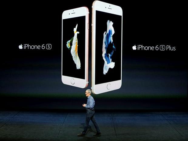 Apple CEO Tim Cook introduces the iPhone 6s and iPhone 6sPlus during an Apple media event in San Francisco, California, September 9, 2015. Reuters/Beck Diefenbach