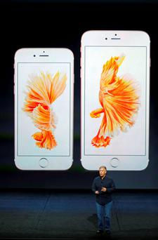Phil Schiller, Senior Vice President of Worldwide Marketing at Apple Inc, speaks about the new iPhone 6s and iPhone 6s Plus during an Apple media event in San Francisco, California, September 9, 2015. Reuters/Beck Diefenbach