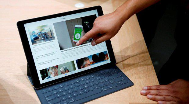 The new Apple iPad Pro and keyboard are displayed during an Apple media event in San Francisco, California, September 9, 2015. REUTERS/Beck Diefenbach