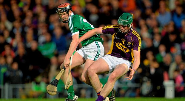 David Dempsey, Limerick, in action against Jim White, Wexford. Bord Gais Energy GAA Hurling All-Ireland U21 Championship Final. Photo: Brendan Moran / SPORTSFILE