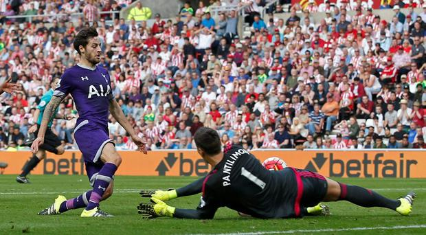 Ryan Mason scores the winning goal for Tottenham