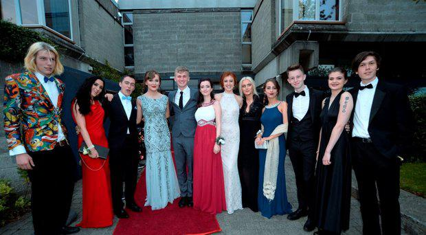 2015 graduates and dates arrive for their school Debs reception. St. Andrews College Dublin, Booterstown, Dublin