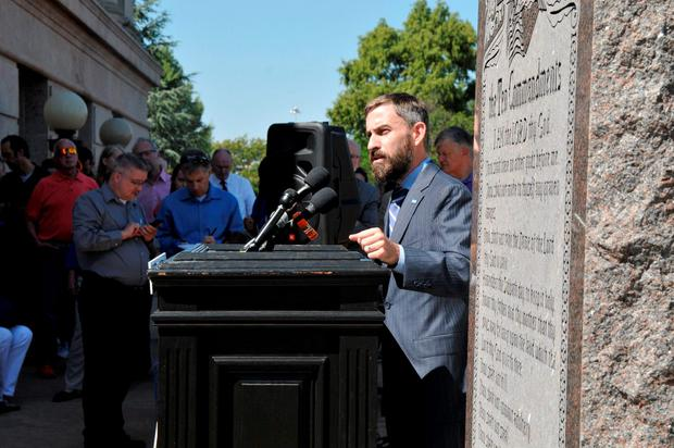 Oklahoma ACLU executive director Ryan Kiesel speaks to demonstrators protesting the scheduled execution of convicted murderer Richard Glossip REUTERS/Nick Oxford