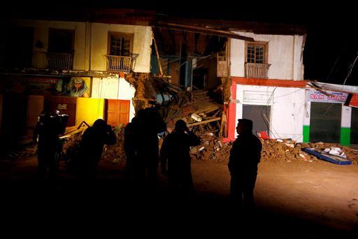 Members of the media gather in front of a damaged building after an earthquake hit areas of central Chile, in Illapel town, north of Santiago, Chile, September 17, 2015. Reuters/Ivan Alvarado
