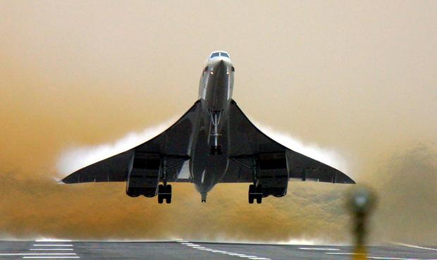 A British Airways Concorde takes off from Heathrow airport in London, 2001. Photo: ODD ANDERSEN/AFP/Getty Images)