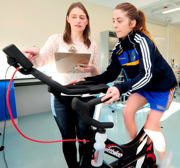 Dr Siobhan O'Connor with student Kayleigh Dunning in Athlone Institute of Technology Photo: James Flynn/APX