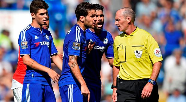 Football - Chelsea v Arsenal - Barclays Premier League - Stamford Bridge - 19/9/15 Chelsea's Cesc Fabregas, Diego Costa and Oscar remonstrate with referee Mike Dean before Arsenal's Gabriel Paulista is sent off Reuters / Dylan Martinez Livepic