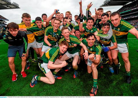 20 September 2015; Kerry players celebrate their side's victory. Electric Ireland GAA Football All-Ireland Minor Championship Final, Kerry v Tipperary, Croke Park, Dublin. Picture credit: Stephen McCarthy / SPORTSFILE