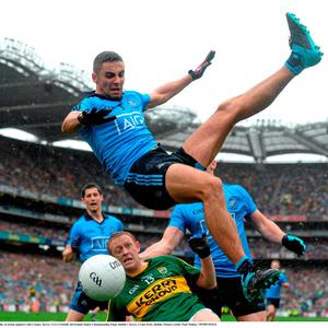 20 September 2015; James McCarthy, Dublin, in action against Colm Cooper, Kerry. GAA Football All-Ireland Senior Championship Final, Dublin v Kerry, Croke Park, Dublin. Picture credit: Paul Mohan / SPORTSFILE