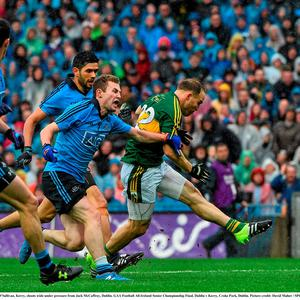 Darran O'Sullivan, Kerry, shoots wide under pressure from Jack McCaffrey, Dublin. GAA Football All-Ireland Senior Championship Final, Dublin v Kerry, Croke Park, Dublin